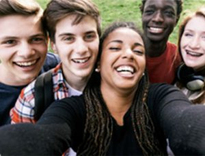adolescents heureux
